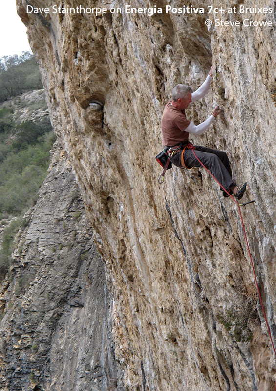Dave Stainthorpe climbing Energia Positiva 7c+ Bruixes © Steve Crowe